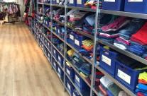Kledingkasten gesorteerd op kledingmaat en kledingsoort